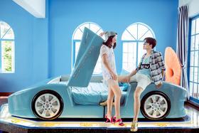 三亚站作品欣赏--动感车床内景婚纱照