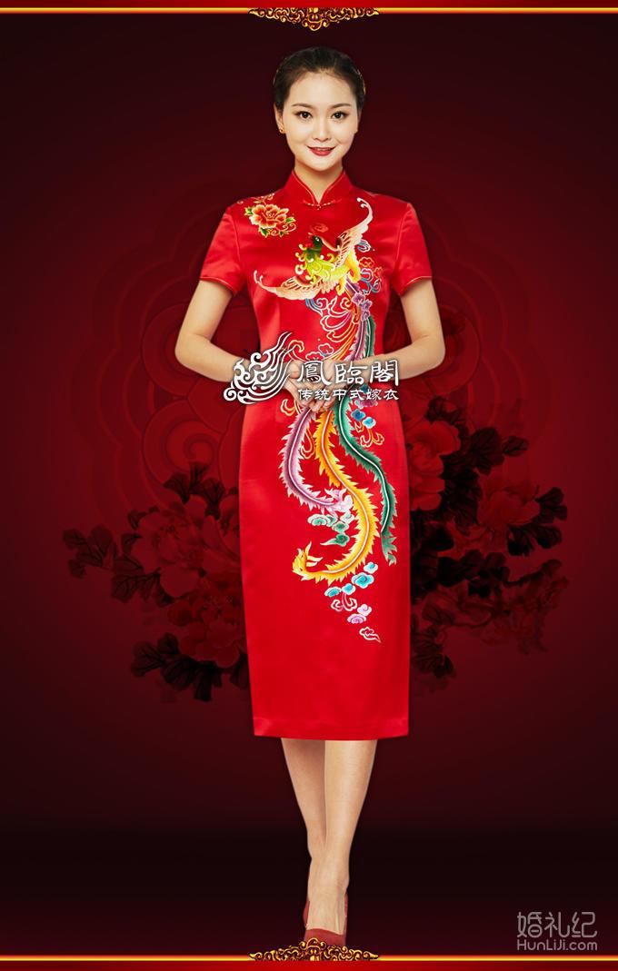 元素在旗袍上演绎新式中式风,图案上采用中国的民族象征凤凰作为主体