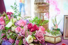 《美安淇婚礼鲜花布置》山花烂漫