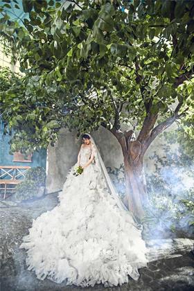 纯色唯美婚纱摄影案例赏析《阶梯》
