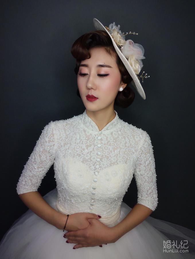 女神必选-资深首席跟妆+免租高端定制款婚服三套