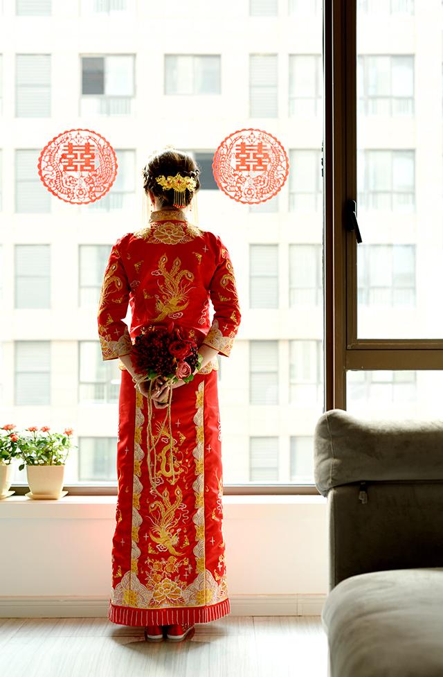 结婚中式嫁衣新娘秀禾服图片