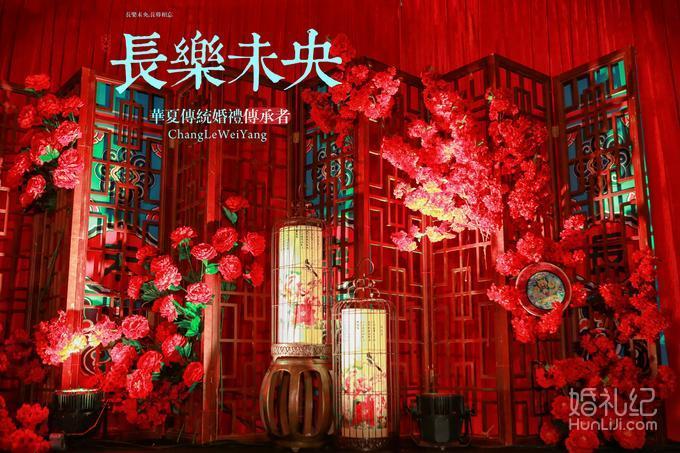 红色喜庆中式婚礼迎宾布置