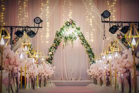 粉色系简约小清新婚礼布置