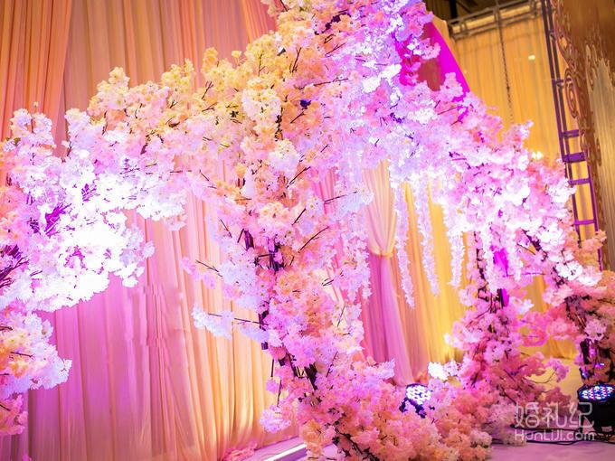常规舞台 6,欧式罗马柱路引10个 7,路引led射灯10个 8,欧式浪漫婚礼亭