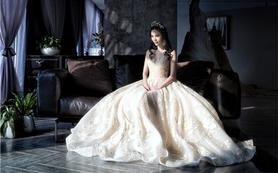 【唯惜新娘沙龙】5999婚纱+礼服+跟妆+美甲