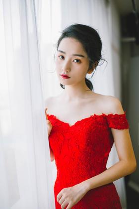 水溶蕾丝一字肩鱼尾红礼服
