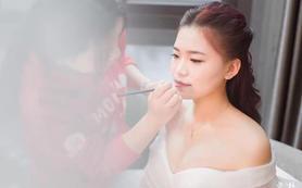 【安娜公主】资深造型师全天跟妆+婚纱定制套餐