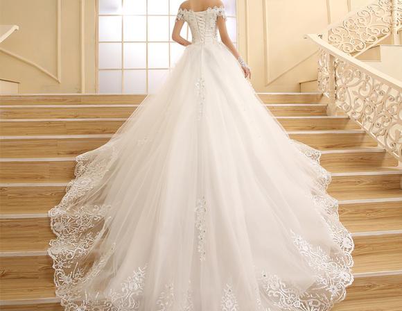 冬季韩式孕妇显瘦一字肩长拖尾新娘结婚大码K62