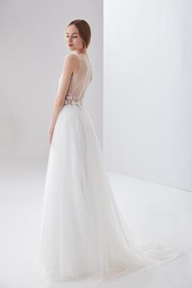 YINUO 时尚婚纱新品 设计师款