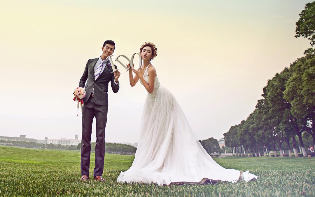 小清新草坪婚纱照