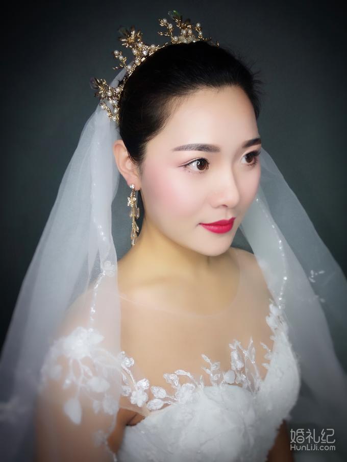 资深首席总监全程跟妆+租赁高定三套婚服 组合套餐
