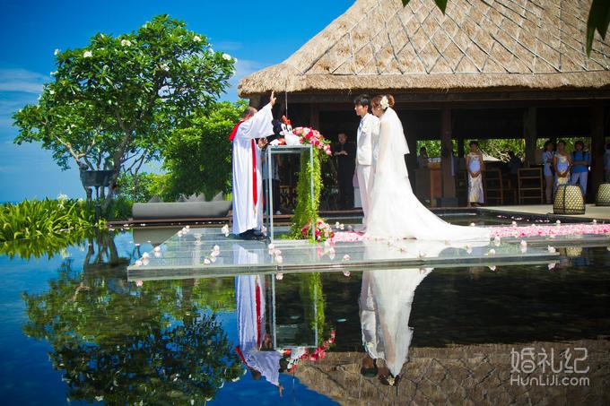 乐惟海外婚礼重庆店,巴厘岛宝格丽水上平台婚礼之二