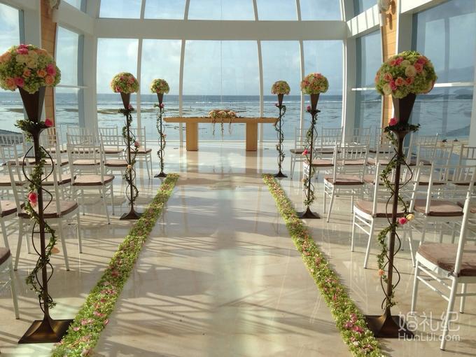 乐惟海外婚礼重庆店,巴厘岛马杰斯蒂教堂婚礼