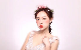 新娘最爱--总监跟妆+三套精致礼服