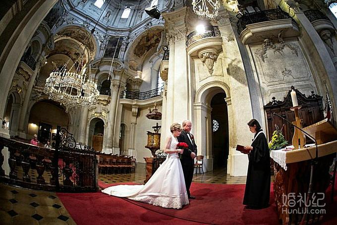 乐惟海外婚礼重庆店,捷克圣尼古拉斯大教堂婚礼