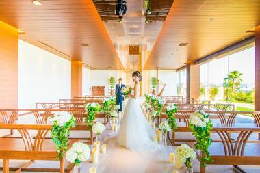 乐惟海外婚礼重庆店,广岛王子水晶教堂清新婚礼风