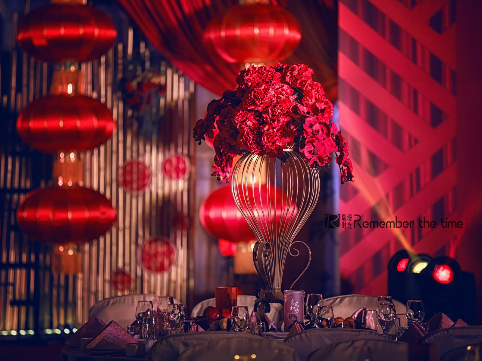 复古红色婚礼布置
