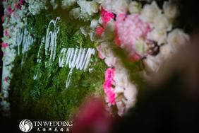 森林花园的浪漫婚礼布置