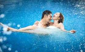 蜜恋婚纱摄影 给你一个不一样的水下摄影婚纱照