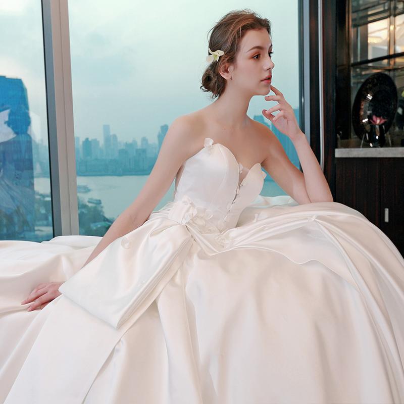 2017新款缎面花朵婚纱礼服新娘公主抹胸齐地大码显瘦拖尾婚纱