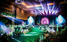 这是一场有关爱丽丝丛林仙境的主题婚礼