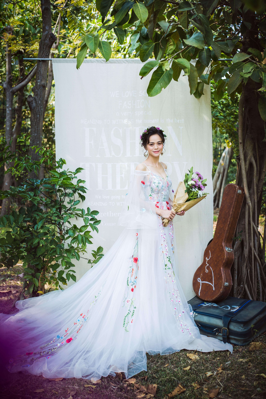 小清新创意婚纱照_小清新森林婚纱照