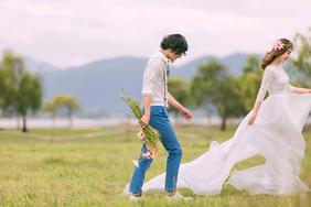 草坪婚纱照    牵动你我的记忆