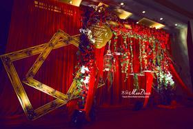 大红喜庆欧式小花园风格婚礼布置图