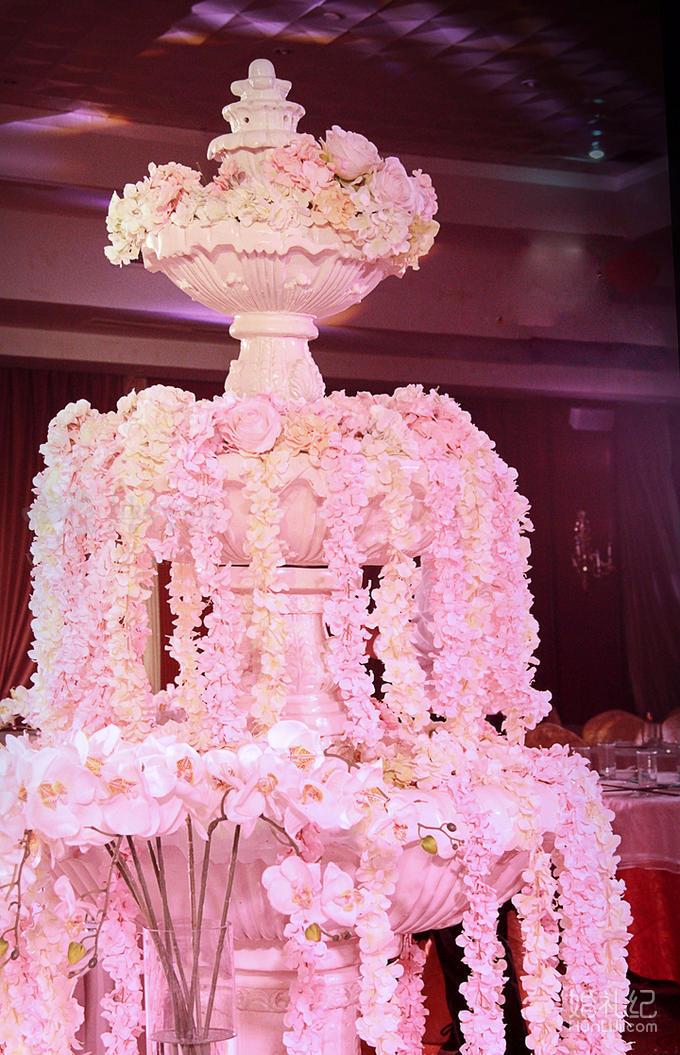 6,粉色地毯 米白色围裙 7,t台高级镜面地毯铺设 8,欧式水晶灯路引4对
