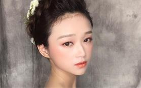 AM婚纱造型画馆新娘造型 资深造型师