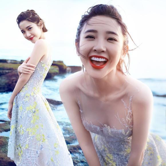 明星同款欧根纱连衣裙女夏露肩收腰海边沙滩露背吊带无袖晚礼服