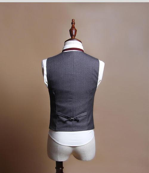 男士西装领带条纹马甲搭配图