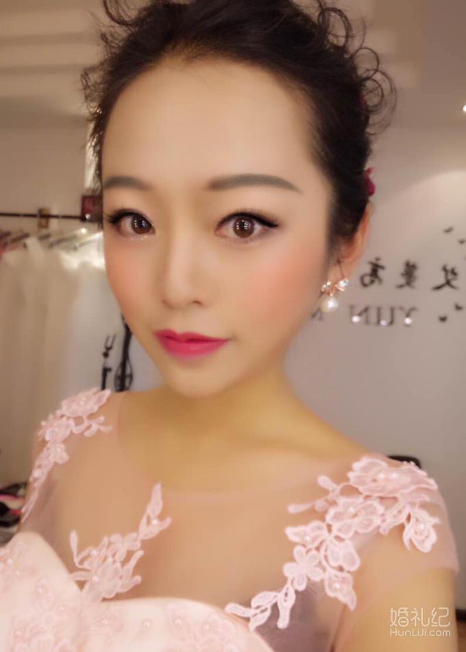 艾蔓昆明单人晚宴妆摄影妆表演妆舞台妆图片