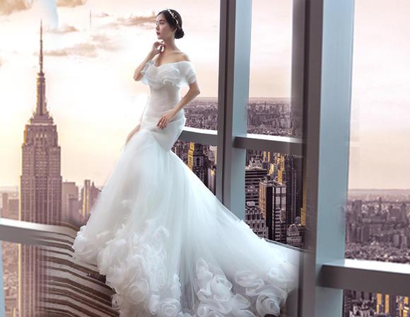 韩式简约一字肩素纱鱼尾款新娘礼服