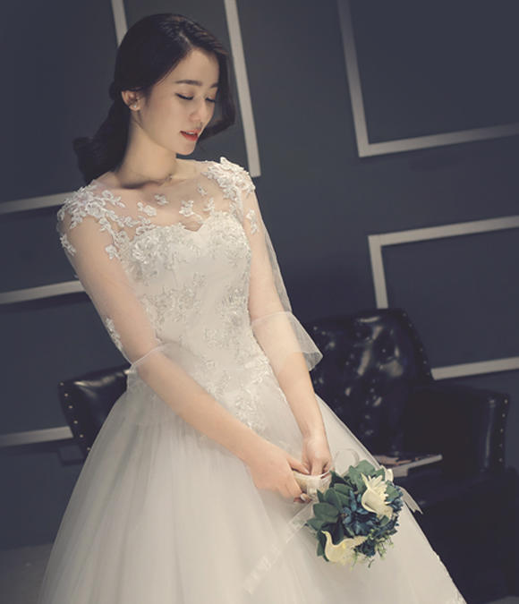 韩式甜美圆领薄纱中袖齐地纱