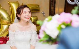 资深化妆师新娘半天跟妆+婚外纱礼服2套+送妈妈妆