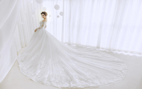 EnLove奢华唯美婚纱7件套系列套餐(含跟妆)