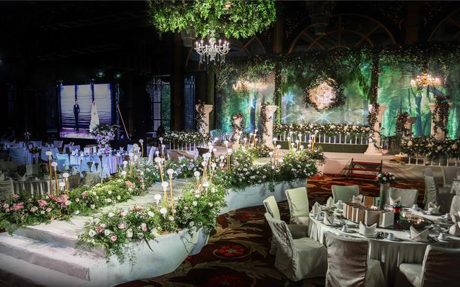 森系风《绿林之家》含资深四大送婚纱礼服四件套租赁