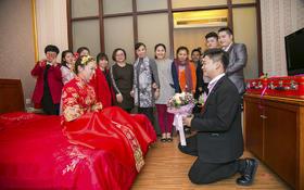 简单的婚礼摄影:喧闹的气氛,甜蜜的一对