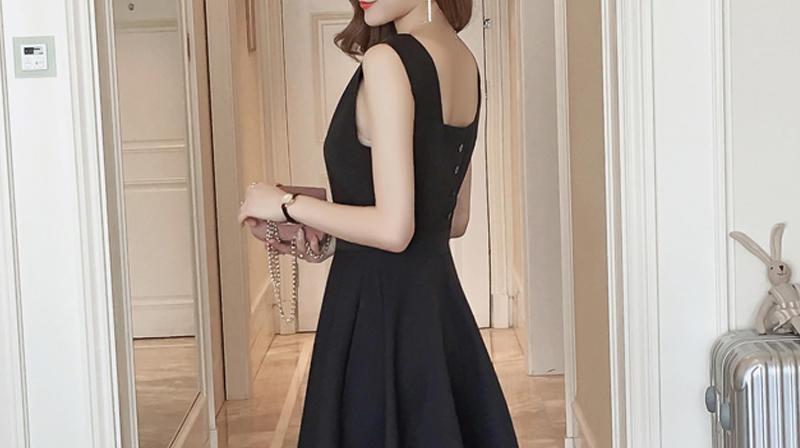 新款夏季韩版显瘦无袖背心裙V领连衣裙气质赫本小黑裙