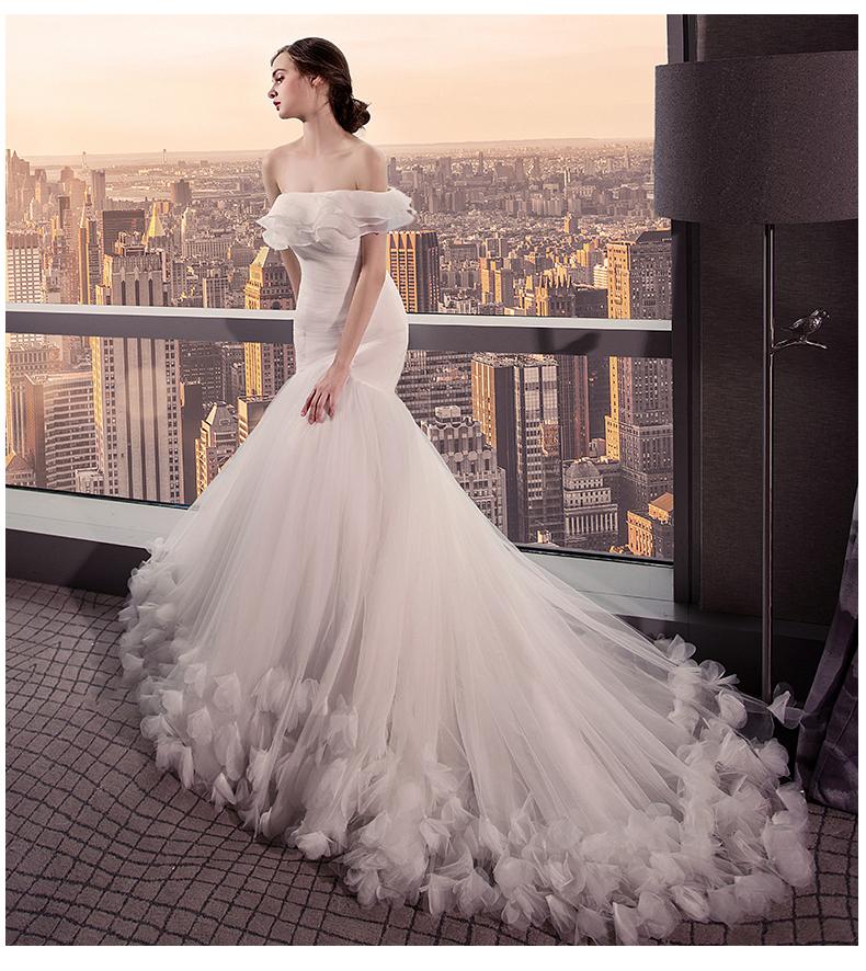2017新款一字肩小拖尾韩式新娘收腰显瘦花朵鱼尾婚纱图片