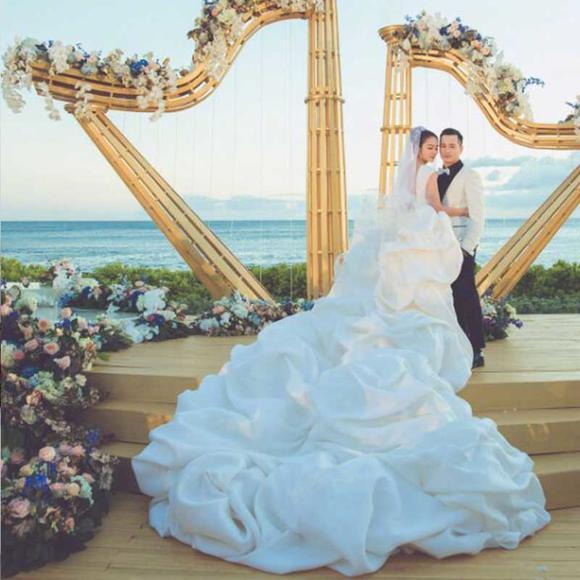 高端定制安以轩同款明星婚纱大拖尾婚纱新款新娘结婚婚纱拖尾宫廷