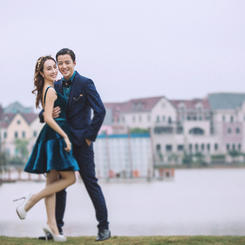 公园漫步小清新婚纱照图片