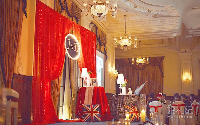 迎宾牌设计与制作 浪漫路引8个  仪式区 舞台区域: 欧式舞台布幔背景