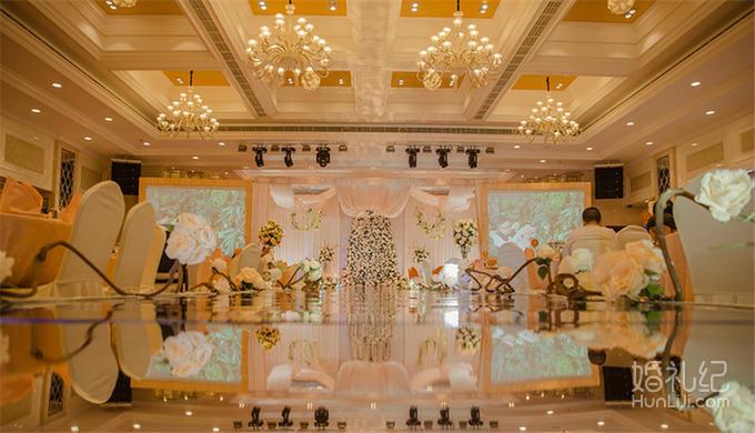 舞台吊顶,舞台背景花艺 花艺装饰: 非鲜花  灯光舞美 婚礼灯光 染色