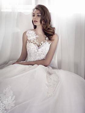 【艾莎pronovias婚纱系列:我在这里等你】