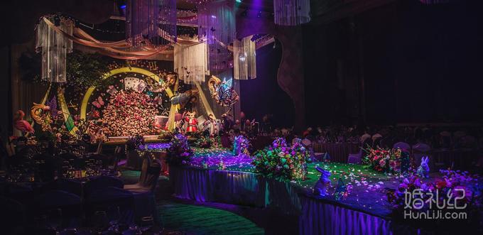 舞台主背景花海格调立体飘顶风格设计(8米x4米) 免费精美鲜花蛋糕台装