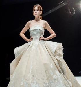 SASA--BRIDAL皇室公主 抹胸大拖尾主纱
