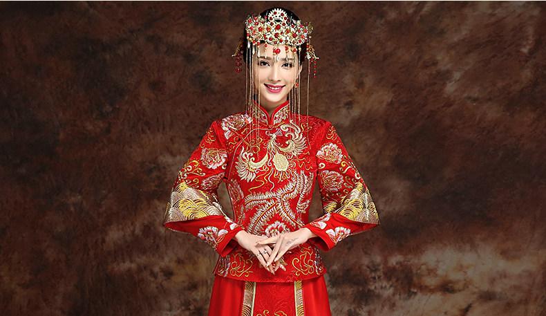 描写古代结婚新娘子的唯美及服装,语言,动作的句子有哪些?